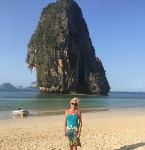 Lucinda Riley op Phra Nang Beach